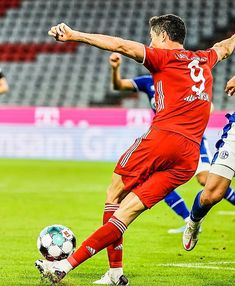 Ronaldo Football, Football Soccer, Basketball, Fc Bayern Munich, Robert Lewandowski, World Football, Fifa, Kicks, Running