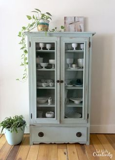 My Favorite Chalk Paint Color for Farmhouse Style Furniture Makeovers - Just a L. My Favorite Chalk Paint Color for Farmhouse Style Furniture Makeovers - Just a Little Creativity Cheap Furniture Makeover, Diy Furniture Renovation, Home Decor Furniture, Furniture Projects, Furniture Redo, Furniture Outlet, Furniture Design, Discount Furniture, Chalk Painting Furniture