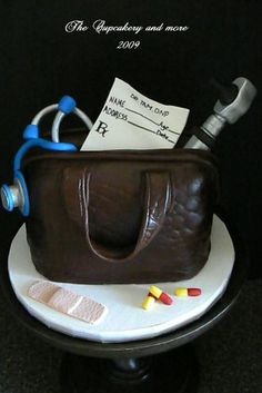 Groom's cake for me because I'm almost a doctor. Baking Cupcakes, Cupcake Cookies, Medical Cake, Doctor Cake, Southern Cottage, Nurse Bag, Bag Cake, Graduation Parties, Graduation Cake