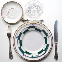 ***Les Dinettes Chinées*** Collection de vaisselle ancienne à vendre ou à louer . contact@lesdinetteschinees.com