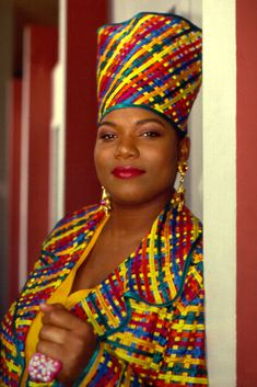 Queen Latifah a strong black woman of music.also a wonderful actress she's good for all young women to push forward and be successful in anything that you do Love N Hip Hop, Hip Hop And R&b, 90s Hip Hop, Hip Hop Rap, History Of Hip Hop, Black History, European History, Queen Latifah, Hip Hop Fashion