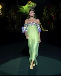 Colorful Embellished Tea Green Off Shoulder Sheath Evening Maxi Dress / Evening Gown. Runway Show at the Mercedes-Benz Fashion Week Madrid by Hannibal Laguna Source by malorecano dress evening Haute Couture Dresses, Couture Fashion, Indian Designer Outfits, Designer Dresses, Mercedes Benz, Collection Couture, Summer Collection, Moda Indiana, Hannibal Laguna