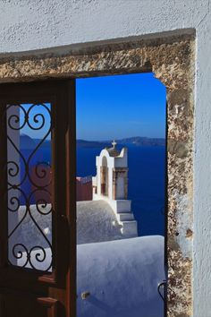 Through the Door, Oia, Santorini, Greece ✔zϮ