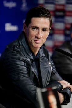 Fernando Torres Best Football Players, Soccer Players, Football Soccer, Kareena Kapoor Wallpapers, Kenny Dalglish, Antoine Griezmann, Arsenal Fc, Fernando Torres, Juan Mata