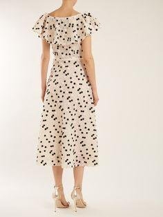Floral-embroidered lace dress   Giambattista Valli   MATCHESFASHION.COM Stylish Dresses, Simple Dresses, Pretty Dresses, Casual Dresses, Summer Dresses, Frock Fashion, Fashion Dresses, Fashion Fashion, One Piece Dress