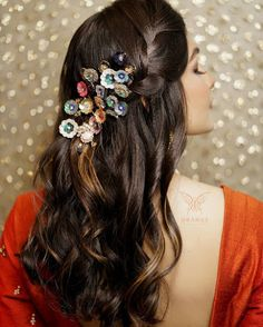 Explore shaadidukaan india's collection of Floral Bridal Hair Accessories images on Designspiration. Bridal Makeup Looks, Bridal Hair And Makeup, Wedding Makeup, Indian Wedding Hairstyles, Bride Hairstyles, Hairstyle Wedding, Engagement Hairstyles, Bridal Braids, Hair Jewels