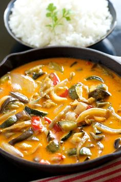 Looking for Fast & Easy Asian Recipes, Side Dish Recipes, Vegetarian Recipes! Recipechart has over free recipes for you to browse. Find more recipes like Easiest Roasted Veggie Thai Curry. Curry Recipes, Vegetable Recipes, Vegetarian Recipes, Healthy Recipes, Vegetable Curry, Veg Curry, Paleo Curry, Easy Recipes, Indian Food Recipes
