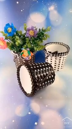 Diy Crafts For Adults, Diy Crafts For Gifts, Upcycled Crafts, Paper Flowers Craft, Easy Paper Crafts, Diy Dollhouse Furniture Easy, Lid Organizer, Diy Birthday Decorations, Class Decoration