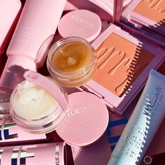 Kylie Jenner Instagram, Kendall Jenner, Makeup Remover Wipes, Lip Mask, Beauty Must Haves, Makeup Cosmetics, Pretty Nails, Girly Things, Moisturizer