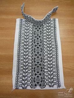 Vyšívaná náprsenka 1 Embroidery Patterns, Hand Embroidery, Crochet Patterns, Cross Stitch Floss, Cross Stitch Patterns, Farah Diba, Palestinian Embroidery, Blackwork, Needlework