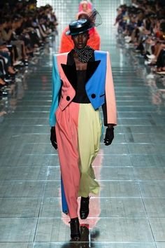Marc Jacobs sent some incredible looks down the runway at Fashion Week this year. Here are my favorites from the Marc Jacobs Spring 2018 collection. Fashion Week, New York Fashion, High Fashion, Fashion Looks, Marc Jacobs, Couture Fashion, Runway Fashion, 1980s Fashion Trends, Ballet Russe