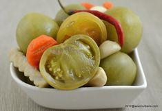 Gogonele murate la borcan reteta pas cu pas   Savori Urbane Pickling Cucumbers, Romanian Food, Pickles, Food And Drink, Cooking Recipes, Canning, Boss, Cakes, Sweets