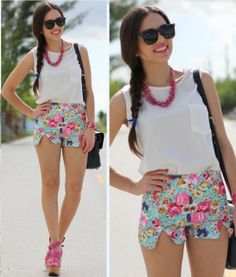Floral shorts pink and white Short Outfits, Short Dresses, Casual Outfits, Summer Outfits, Cute Outfits, Fashion Outfits, Womens Fashion, Fashion Trends, Fasion