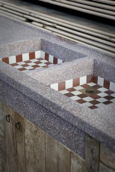 Balkenmeubel 340 cm met oud granito blad  www.oudebouwmaterialen.nl