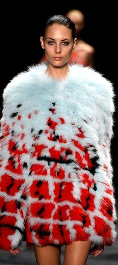 J. Mendel - 2015 Mercedes-Benz Fashion Week - FUR - PIEL - FOURRURE - PELLICCIA - МЕХ - PELE - פרווה - @JenniferManteca on Twitter