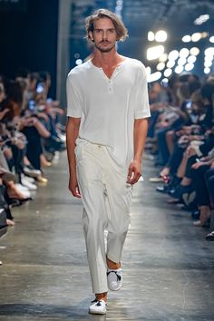 Murilo Lomas presented his Spring/Summer 2017 collection during São Paulo Fashion Week.