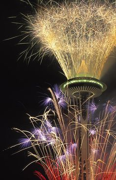 Space Needle in Seattle at New Years, 2005 by lindes