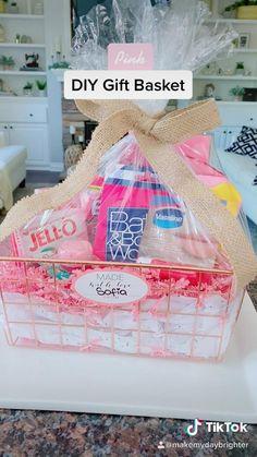 18th Birthday Gifts For Best Friend, Diy Best Friend Gifts, Creative Birthday Gifts, Cute Birthday Gift, Birthday Gift Baskets, Diy Gifts, 25th Birthday, Sister Birthday, Birthday Present Ideas For Sister