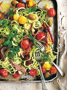 Bulk up your summer pasta dish with these good-for-you added essentials. Vegetarian Recipes, Cooking Recipes, Healthy Recipes, Shaking Salad, Summer Pasta Dishes, Donna Hay Recipes, Pot Pasta, One Dish Dinners, Spiralizer Recipes