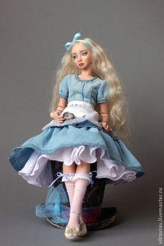 Коллекционные куклы ручной работы. Ярмарка Мастеров - ручная работа Алиса фарфоровая шарнирная кукла. Handmade.