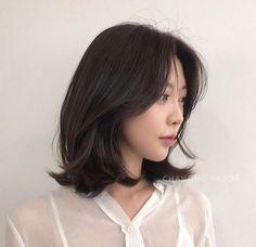 Haircuts For Medium Hair, Medium Hair Cuts, Medium Hair Styles, Curly Hair Styles, Ulzzang Short Hair, Korean Short Hair, Korean Medium Hair, Hair Color And Cut, Cool Hair Color