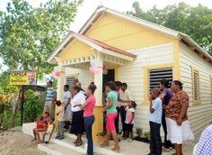René Polanco entrega Capilla a residentes en Villa Jerusalen, Villa Mella