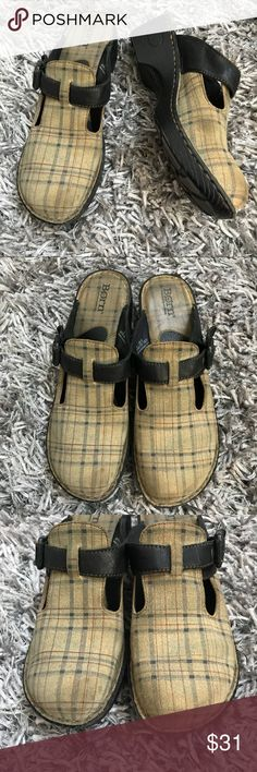 Born Shoes Women's Plaid Mules Clogs 9 Leather 1️⃣9️⃣ 101817 ♦️Women's Size 9  ♦️Tan Plaid fabric with leather trim  ♦️lovingly worn see pics for wear ♦️🚫trades modeling holds please Born Shoes Mules & Clogs