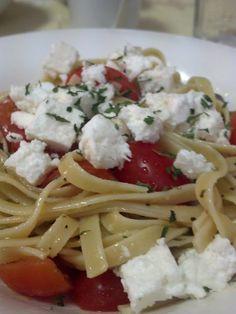 Creamy Garlic & Tomato Fettuccine