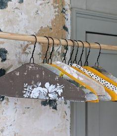 DIY Ideas: Closet Hangers with Fabric