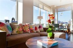 34 lovely Living Room Designs With Colourful Pillows Sofa Pillows, Sofa Chair, Cushions, Couch, Sofas, Colorful Pillows, Living Room Remodel, Elegant, Home Remodeling