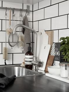 Kitchen details in the beautiful home of Josefin Hååg | 20 kvadrat | Photo Kristofer Johnsson for Residence Magazine