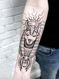 What does anubis tattoo mean? We have anubis tattoo ideas, designs, symbolism and we explain the meaning behind the tattoo. Tattoos 3d, Line Tattoos, Unique Tattoos, Black Tattoos, Body Art Tattoos, Anubis Tattoo, Egyptian Tattoo Sleeve, Arm Sleeve Tattoos, Tattoo Bein