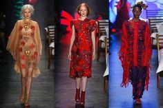 Ronaldo Fraga, conhecido por deixar tendências de lado e levar coleções artísticas à passarela, apresentou sua interpretação de amor com looks vermelhos, em formas amplas e repletos de bordados e texturas