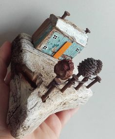 #snowysart skrivena od pogleda nedostupno #woodworking#wooddesign#art#happyplace#handmade#blue#sea#artist#snowysart#wood#recicle#seawoods#littlehouse#driftwood