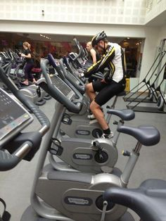 Safety first. Funny Gym Pictures, Best Funny Photos, Funny Images, Cool Photos, Funny Pics, Hilarious Photos, Funny Stuff, Weird Pictures, Hilarious Pictures