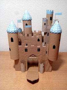 Castle from paper rolls (wrapping, paper towel and boxes Cardboard Dollhouse, Cardboard Castle, Cardboard Toys, Toilet Roll Craft, Toilet Paper Roll Crafts, Paper Crafts, Pop Can Crafts, Diy And Crafts, Crafts For Kids