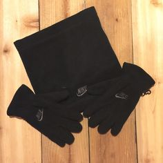 Women's size S, gloves and neckwarmer Great condition and no defects. Cute set. Super soft and warm. Nike Accessories Gloves & Mittens