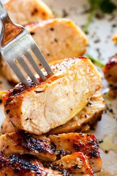 Juicy Stove Top Chicken Breasts - Tried and true method for preparing the most tender and juicy chicken breasts right on the stove top. These are the BEST pan-seared chicken breasts exploding with flavor, and they are ready in just around 15 minutes! Chicken Breast Recipes Dinners, Easy Chicken Dinner Recipes, Easy Meals, Recipe Chicken, Easy Recipes, Entree Recipes, Top Recipes, Popular Recipes, Healthy Recipes