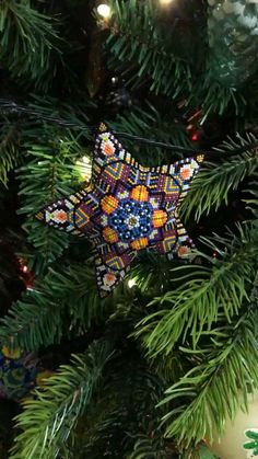 Peyote Stitch Patterns, Beading Patterns Free, Bead Loom Patterns, Weaving Patterns, Star Patterns, Beaded Christmas Decorations, Beaded Ornaments, Christmas Crafts, Peyote Beading