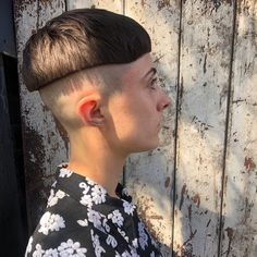 SHARP SHAVED BOWL !!! Haircut By @hairbychris_babarhair ✂️ #BuzzCutFeed #BowlCut #Undercut #Undercuts #ShavedNape #NapeShave #NapeBuzz… Short Styles, Long Hair Styles, Nape Undercut, Bowl Haircuts, Clipper Cut, Shaved Nape, Bowl Cut, Sexy Shorts, Hair Looks
