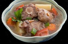 Resep Sop Buntut Sapi - Dengan kuah yang bening dan segar terlebih lagi gurih. Pokoknya rasanya enak banget, dan cara buatnya juga mudah.