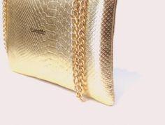 Clutch Dorado de Lunetta clásico y elegante para lucir en tus eventos | lunettaonline.com