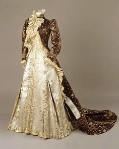 Tea gown, by the House of Worth, ca. Royal Ontario Museum Tea gown, by the House of Worth, ca. 1800s Fashion, 19th Century Fashion, Edwardian Fashion, Vintage Fashion, 18th Century, Vintage Gowns, Mode Vintage, Vintage Outfits, Victorian Dresses