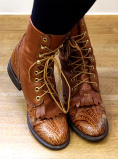 Vintage boots-uuhhh Justin Lace Ups - Vintage? That would make ME 100 years old