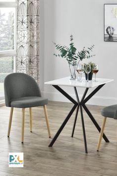 Táto stabilná stolička čalúnená textilným poťahom je nie len skvele navrhnutá, ale má aj moderný, čistý dizajn a vynikajúce úžitkové vlastnosti. Svoje miesto si zastane v jedálni, obývačke, kuchyni alebo pracovni. Zabezpečuje pohodlné posedenie a je naviac peknou dekoráciou každého domova.
