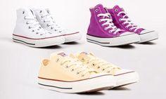 Dall'iconico marchio Converse, queste sneakers sono disponibili in una scelta di sei colori per uno street style comodo e pratico