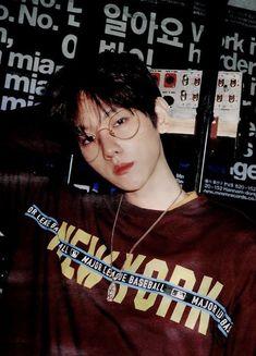 please stop it //chanbaek Kpop Exo, Exo Ot9, Baekhyun Chanyeol, Baekhyun Wallpaper, Exo Lockscreen, Kim Minseok, Exo Members, Yixing, Chanbaek