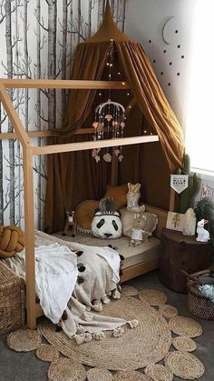 Un lit cabane pour la chambre des kids Warm tones – natural wood and earthy elements in this cosy, chic kids bedroom Baby Bedroom, Girls Bedroom, Master Bedroom, Room Baby, Kid Bedrooms, Bedroom Brown, Ikea Bedroom, Bedroom Black, Baby Boy Bedroom Ideas