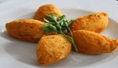 Try our Spanish potato croquettes recipe for classic and creamy potato croquettes, perfect for any meal of the day! Easy to make and delicious. Creamy potato croquettes are easy to make and a delicious snack any time of day. Croquettes Recipe, Potato Croquettes, Turkey Croquettes, Spanish Tapas, Spanish Food, Spanish Recipes, Spanish Meals, Spanish Potatoes, Tapas Recipes