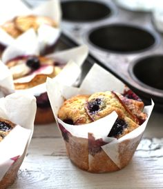 blueberry apple cupcakes 115g butter 1 1/2 cups flour (2tbs removed) 2 tbsp corn flour 1 1/2 tsp baking powder pinch salt 3/4 cup sugar 2 eggs 1/2tsp vanilla 3/4 cup buttermilk 1 cup blueberries 1-2 small red apples unpeeled, sliced thin Bake 180c for 30 minutes